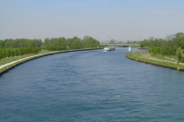Dortmund-Ems-Kanal mit Blick auf den Achenbachhafen.